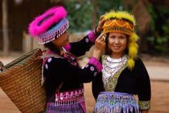 Femme de tribu de colline dans la robe colorée de costume Photographie stock libre de droits