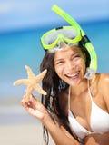 Femme de vacances de vacances de plage d'été Photos stock