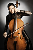 Femme de violoncelliste de joueur de violoncelle Images libres de droits