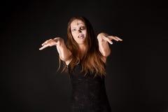 Femme de zombi dans la robe noire Photographie stock libre de droits