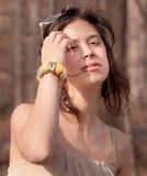 Femme dehors sur Sunny Day Photos libres de droits