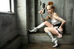 Femme des sciences fiction avec le canon Photographie stock