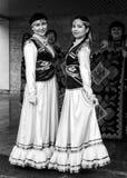 Femme deux dans la robe bachkire russe nationale image stock