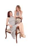 Femme deux posant pour une photo Photographie stock