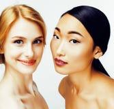 Femme différente de nation : Asiatique, afro-américain, Caucasien ensemble d'isolement sur le sourire heureux de fond blanc, dive Photo libre de droits