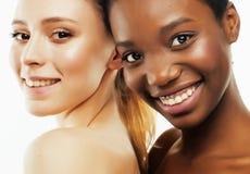 Femme différente de nation : Asiatique, afro-américain, Caucasien ensemble d'isolement sur le sourire heureux de fond blanc, dive Images stock