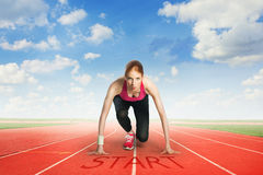 Femme disposant à courir Images stock