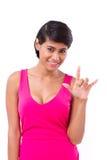 Femme donnant le geste de signe de main d'amour Photographie stock