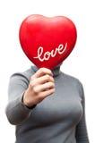 Femme drôle affichant le coeur Photographie stock libre de droits