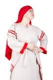 Femme drôle russe posant dans des vêtements nationaux Images libres de droits