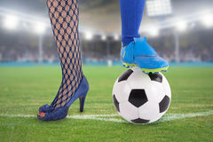 Femme du football dans le stade Images stock