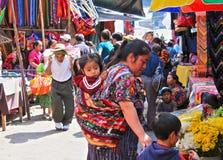 Femme du Guatemala sur le marché de Chichicastenango Image libre de droits