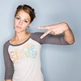 Femme effectuant le geste de main Photographie stock
