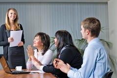 Femme effectuant une présentation d'affaires Photographie stock