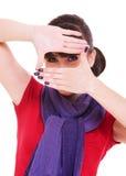Femme effectuant une trame avec des doigts photo libre de droits