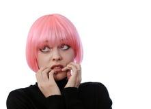 Femme effrayé avec les poils roses photographie stock libre de droits