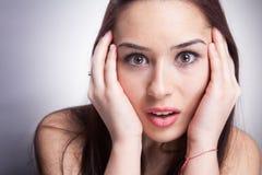 Femme effrayée et stupéfaite Photographie stock libre de droits