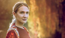 Femme en automne - mannequin Girl de beauté photo libre de droits
