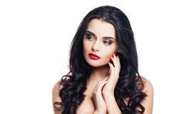 Femme en bonne santé avec la peau claire et les cheveux bouclés d'isolement sur le blanc Photo libre de droits