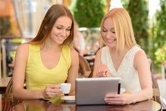Femme en café Images stock