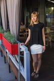 Femme en café Photo libre de droits