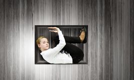 Femme en cube Photographie stock libre de droits