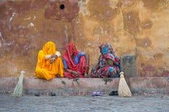 Femme en dehors d'Amber Palace, Inde Photo stock