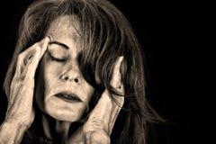 Femme en douleur photos libres de droits
