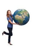 Femme en globe se tenant intégral de la terre Photographie stock