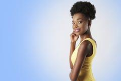 Femme en jaune Photographie stock