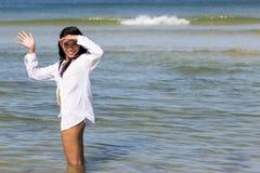 Femme en mer photographie stock libre de droits