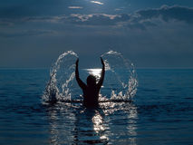 Femme en mer Image libre de droits