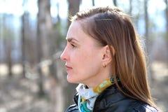Femme en parc Photo libre de droits