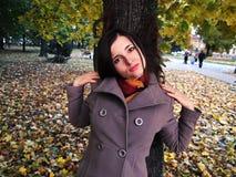 Femme en parc Images stock