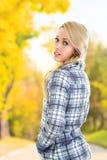 Femme en parc Photos stock