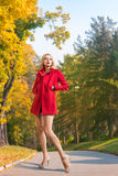 Femme en parc Image libre de droits
