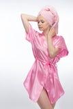 Femme en peignoir et serviette Photo libre de droits
