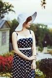 Femme en rétro verticale de chapeau Photos libres de droits