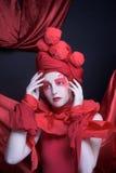 Femme en rouge. Image libre de droits