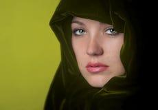 Femme en vert photographie stock