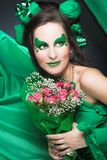 Femme en vert. Photos libres de droits