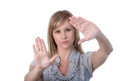 Femme encadrant un projectile Photo stock