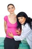 Femme enceinte à l'examen médical Images libres de droits