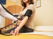 Femme enceinte à l'hôpital Photographie stock libre de droits