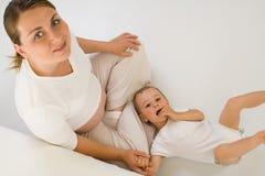 Femme enceinte avec l'enfant Photographie stock libre de droits