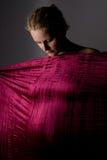 Femme enceinte avec le tissu   Photos libres de droits