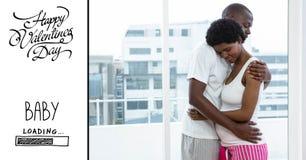 Femme enceinte d'homme et texte de embrassement de valentines Photo stock
