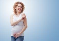 Femme enceinte de sourire Photographie stock libre de droits