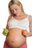 femme enceinte en bonne santé de nourriture Photo libre de droits