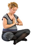 Femme enceinte faisant le yoga Image libre de droits